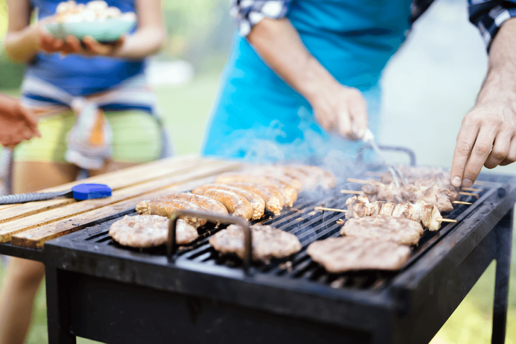Grillowanie na świeżym powietrzu grillowanie w restauracji Grillowanie w restauracji – jak robićto dobrze? grillowanie na zewnatrz restauracji 1024x683
