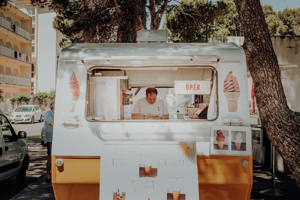 samochód na food trucka O czym należy pamiętać wybierając samochód na food trucka? klasyczny foodtruck