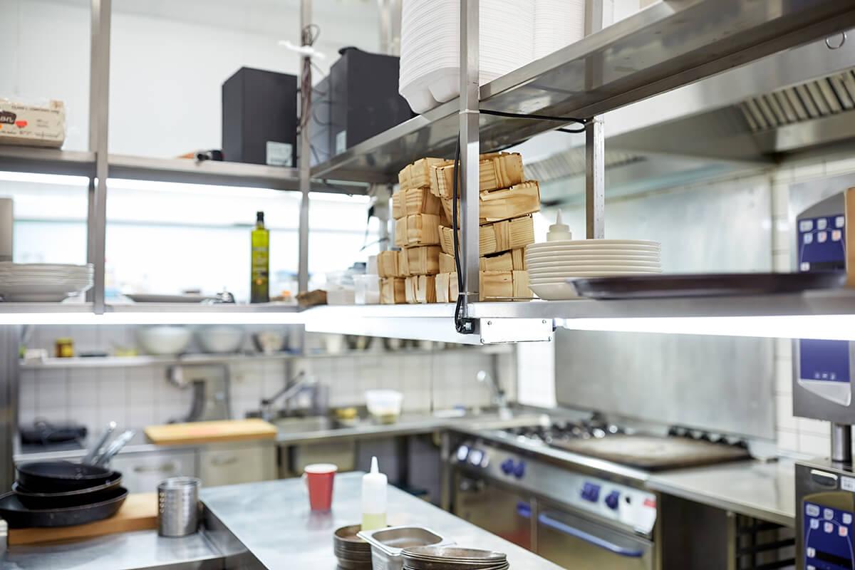 meble kuchenne w restauracji ze stali nierdzewnej meble ze stali nierdzewnej Dlaczego meble ze stali nierdzewnej są najlepszym wyborem w gastronomi? meble kuchenne w restauracji ze stali nierdzewnej