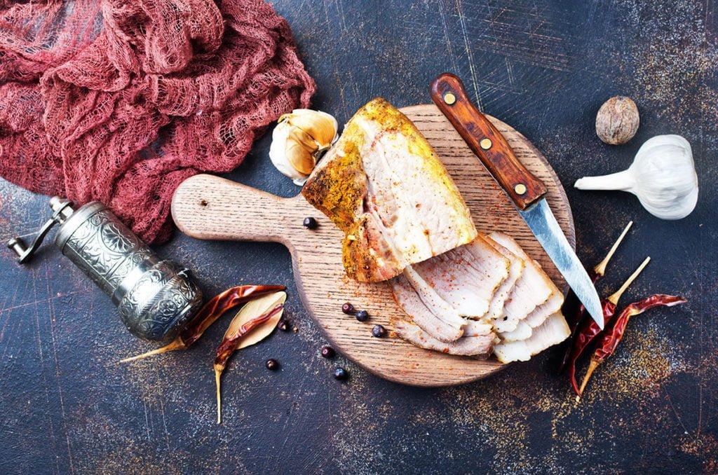 mięso upieczone w piecu piece w gastronomii Profesjonalne piece w gastronomii. Jak wybrać optymalne rozwiązanie? mieso upieczone w piecu 1024x678