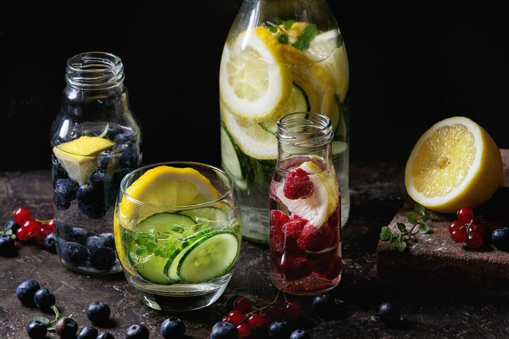 Wyciskarki do soków czyli jak wycisnąć zdrowie z owoców napoje z swiezymi owocami 1024x683
